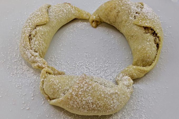 Les Cornes de Gazelle – Pastry Crescents Filled with Almond Paste